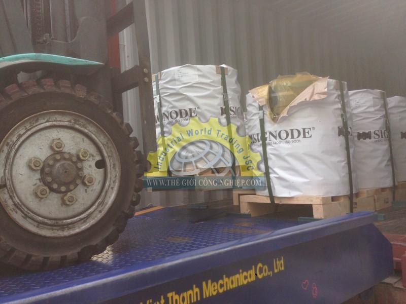 Giao hàng cho gói thầu dây đai thép 140 tấn