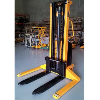 Semi-automatic forklift SES1550 Meditek