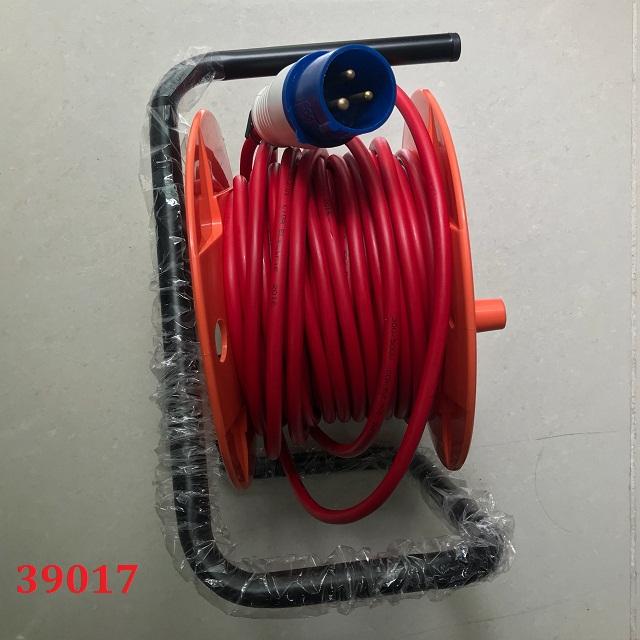 Ổ cắm kéo dài quay tay kiểu rulo QT1P16CCA-25 LIOA